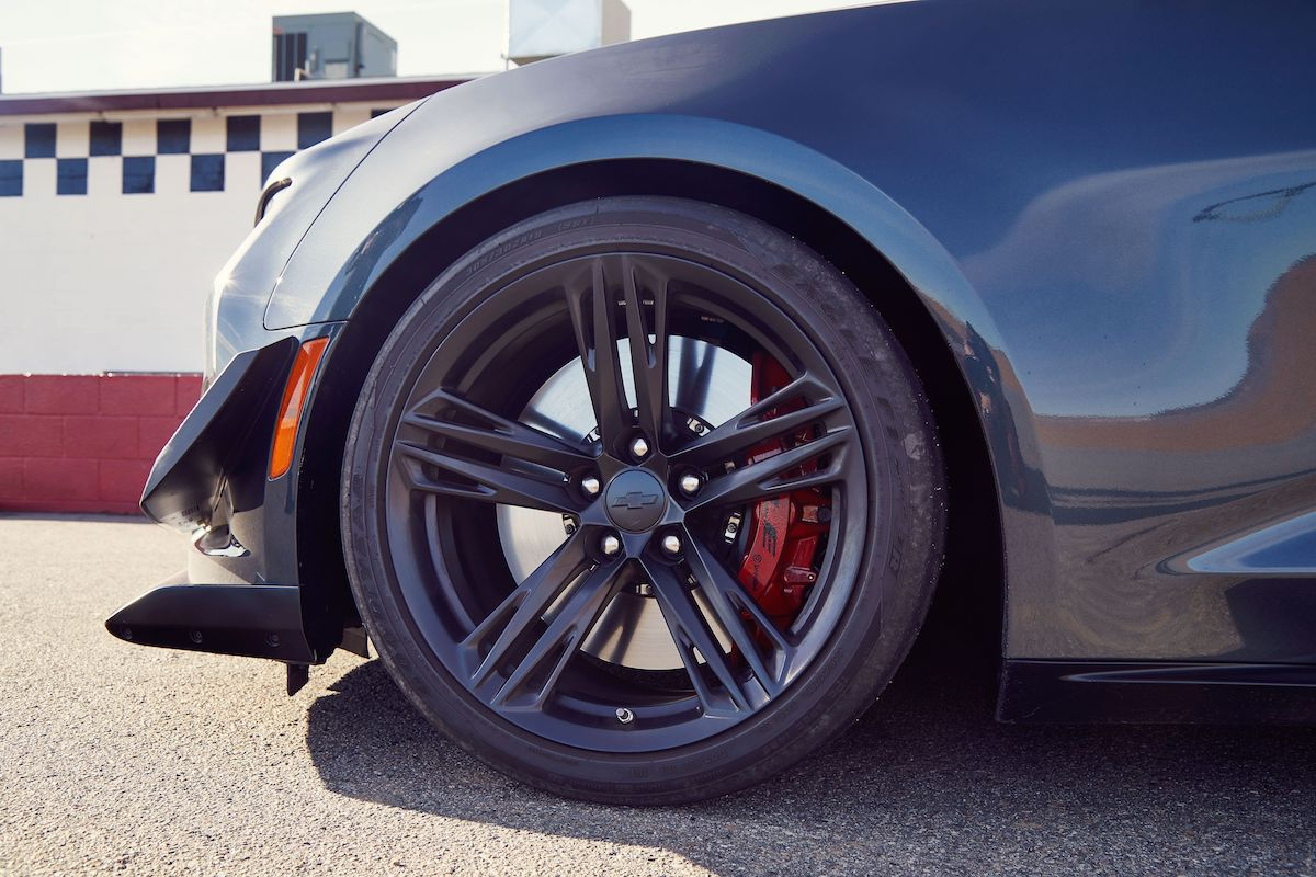 Name:  2020-GT500-vs-Camaro-ZL1-vs-Challenger-Hellcat-Redeye-14.jpg Views: 3614 Size:  161.6 KB