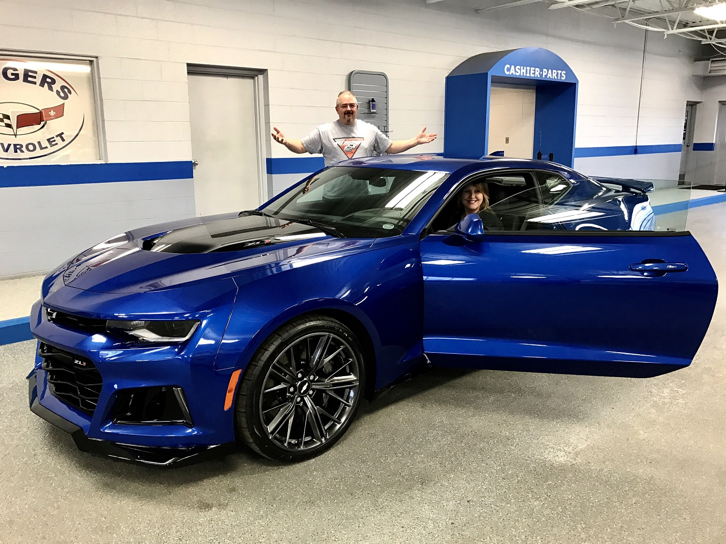a10 zl1 hyper blue metallic 1st delivered camaro6. Black Bedroom Furniture Sets. Home Design Ideas