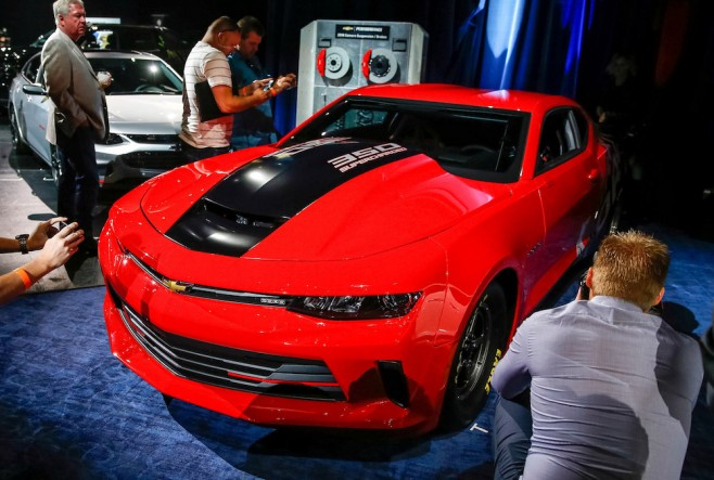 2016-chevrolet-copo-camaro-courtney-force-concept-2015-sema-show_100532428_h