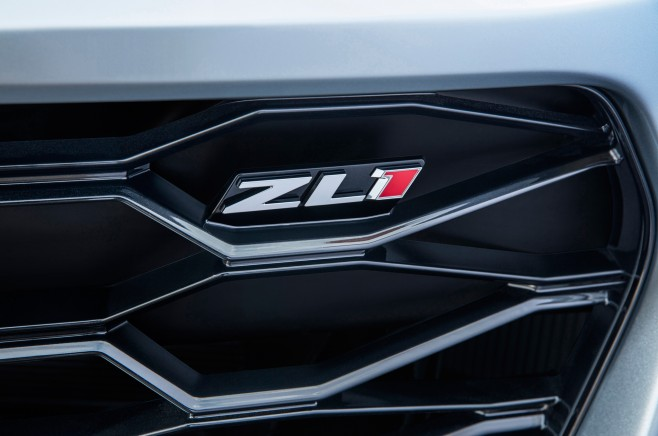 2017-Chevrolet-Camaro-ZL1-grille-badge
