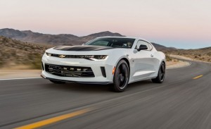 2017-Chevrolet-Camaro-V-6-1LE-112-876x535
