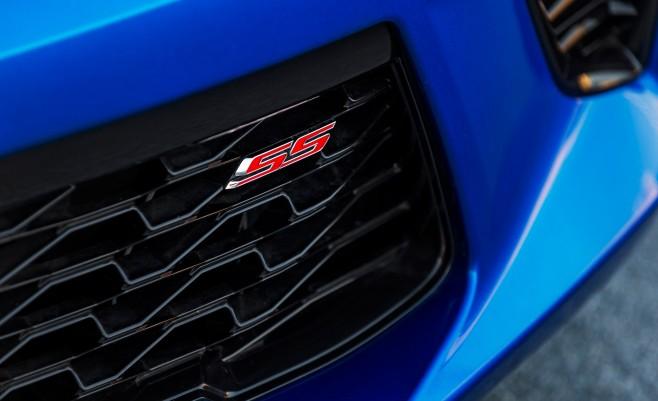 2016-Chevrolet-Camaro-SS-grille-badge